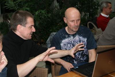 Staszek i Marcin: obok w głównym holu odbywają się prywatne spotkania biznesowe, oczywiście nikt nie zapomni odwiedzić naszego stoiska