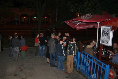 przed wejściem cały czas było wiele osób, nawet więcej niż na tej fotce